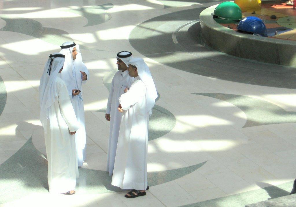 Tenues traditionnelles des emirats arabes unis for Portent en arabe