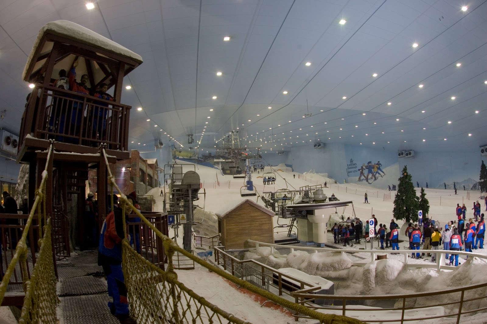 Les malls centres commerciaux pour un shopping de r ve for Piste de ski interieur